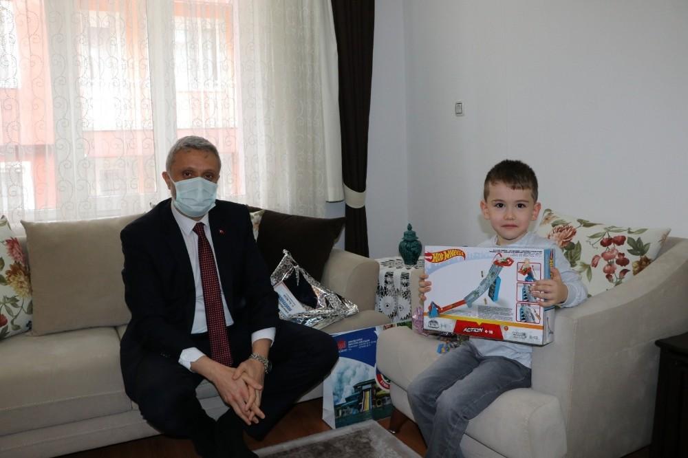 Başkan Biçer'den anaokulu öğrencisine sürpriz ziyaret