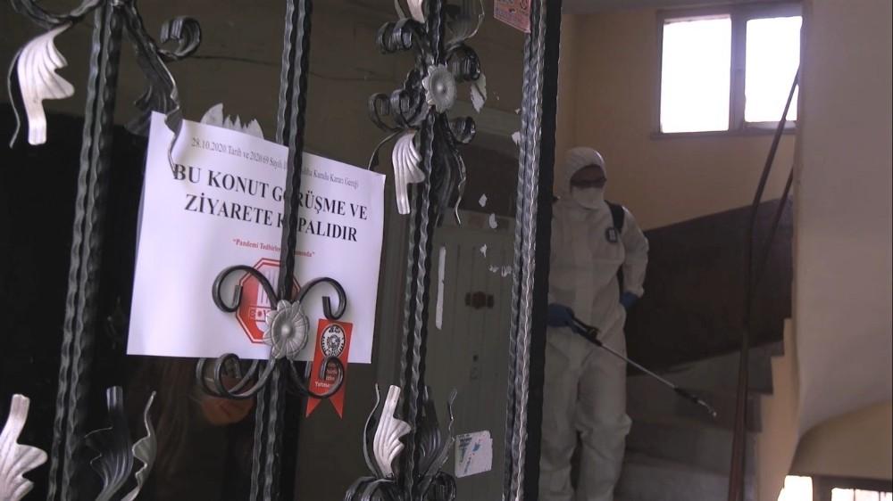 Karantinaya alınan apartmanlarda dezenfeksiyon çalışmaları