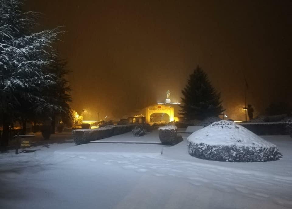 Dumlupınar'da kar güzelliği