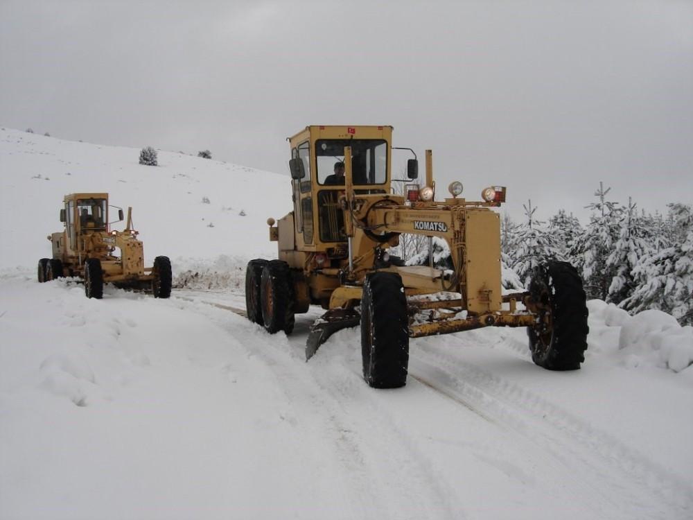 İl Özel İdaresinin karla mücadele çalışmaları aralıksız devam ediyor