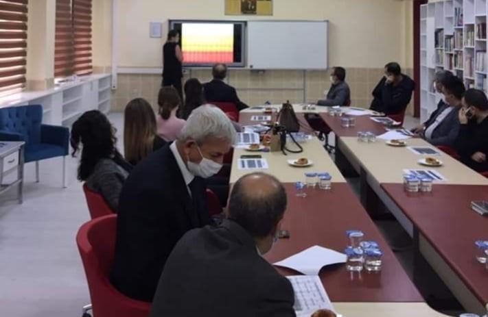 Üniversiteye hazırlık yapan öğrenciler için toplantı yapıldı
