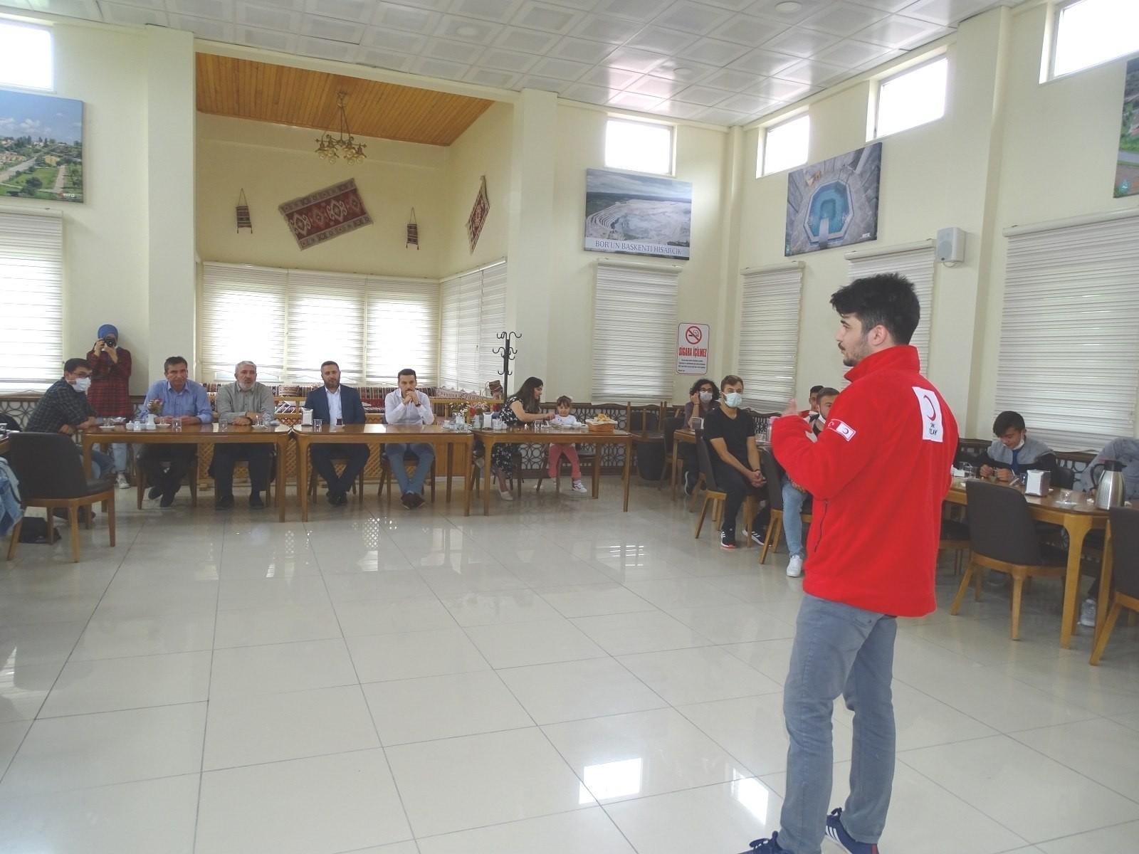 Hisarcık Kızılay gönüllüleri faaliyetlerini tanıttı