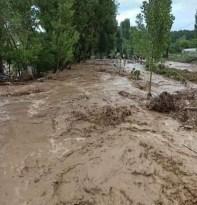 Yoğun yağış sonrası dereler taştı yollar kapandı