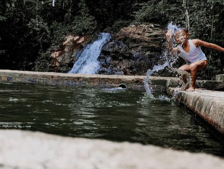 Air Terjun Batu Ampar Lingga
