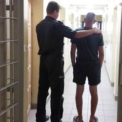 Policjant z Wydziału Ruchu Drogowego kutnowskiej komendy będąc w czasie wolnym od służby zatrzymał 41 letniego mężczyznę, który pijany wjechał do rowu, a następnie uciekł z miejsca zdarzenia. Mężczyźnie grozi do 2 lat pozbawienia wolności i utrata prawo jazdy.