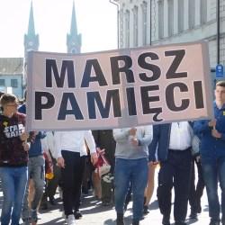Regionaliści i uczniowie w Marszu Pamięci