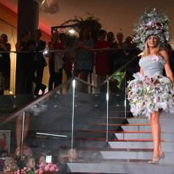 Kwiatowa moda - suknie z kwiatów, traw i mchu
