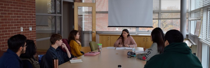 Jianna Pisa leads discussion with a student focus group as Dean for a Day. Credit: Cody Louie