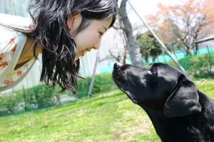 Az egyik diák, aki kutyájával részt vett a kísérletben.
