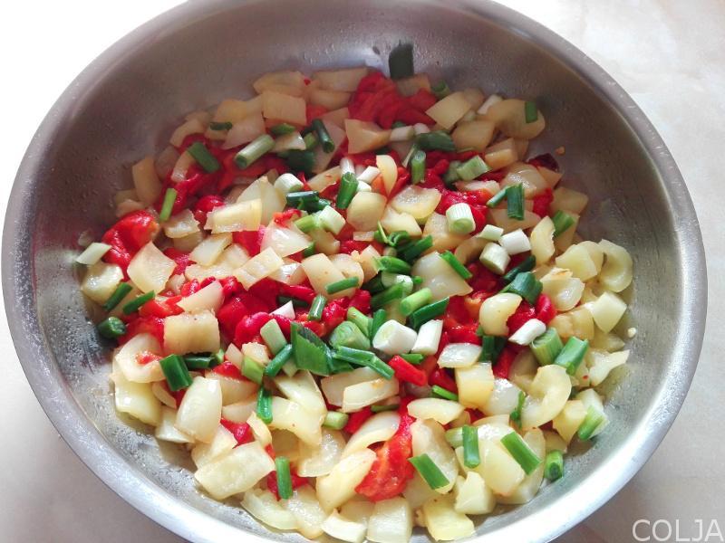 Priprema povrća za menemen