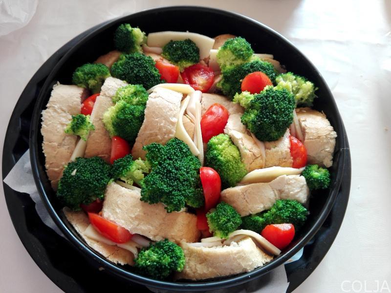 Brokoli i čeri paradajz
