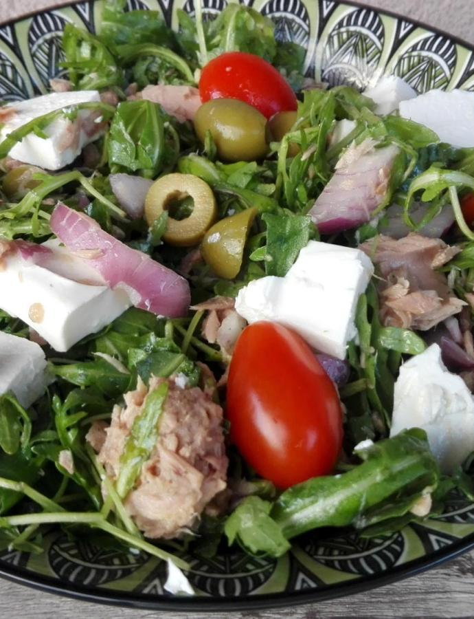 Salata sa tunjevinom i feta sirom