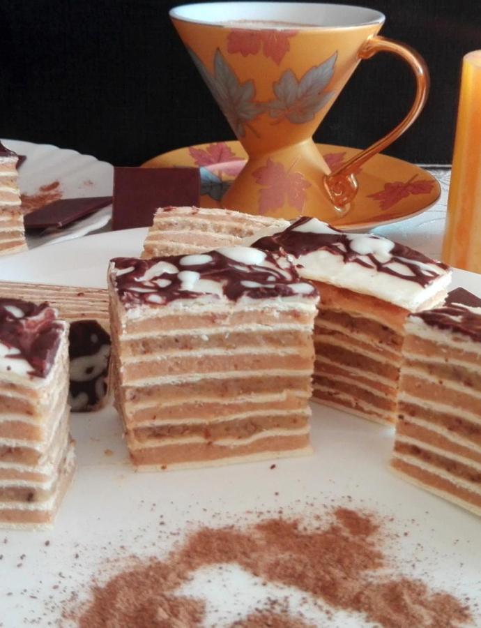 Rozen kolač sa belom čokoladom