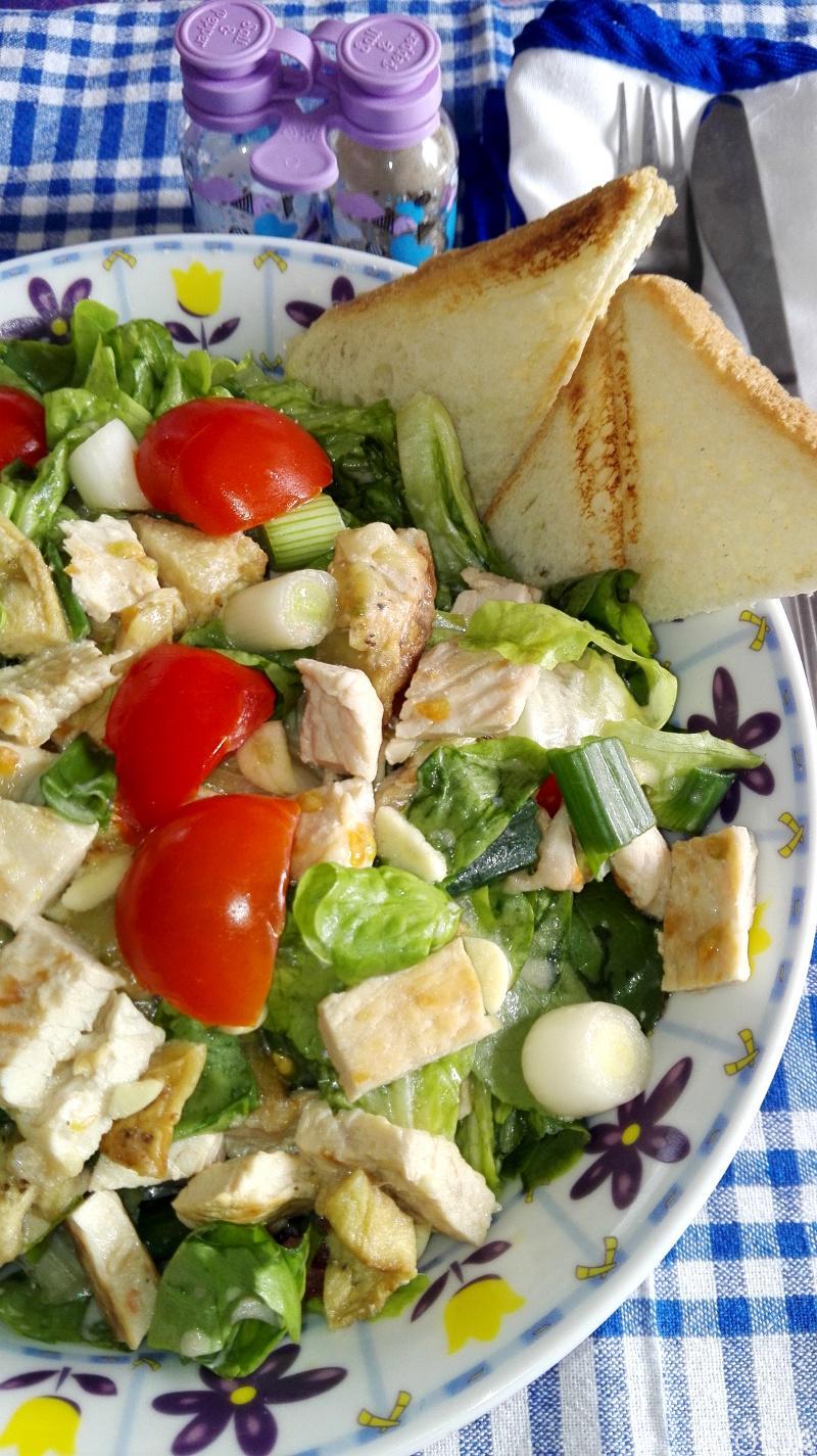 salata sa grilovanom ćuretinom