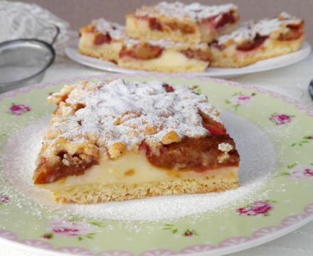 Kremasti kolač sa šljivama