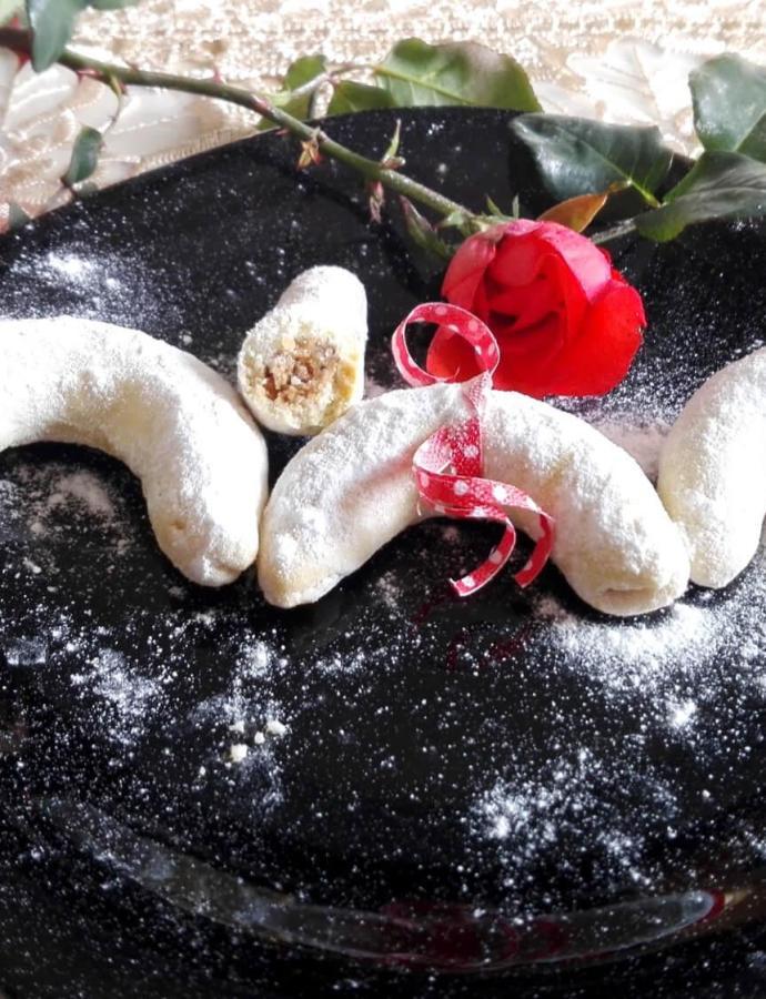Kiflice punjene pečenim lešnicima