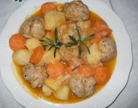 Gjellë me patate dhe qofte - Ervina Saliu - KuzhinaIme.al