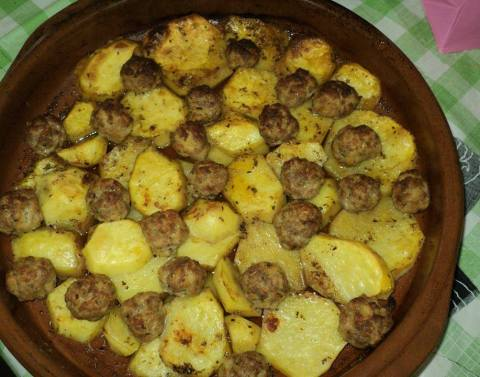 patate me qofte ne furre