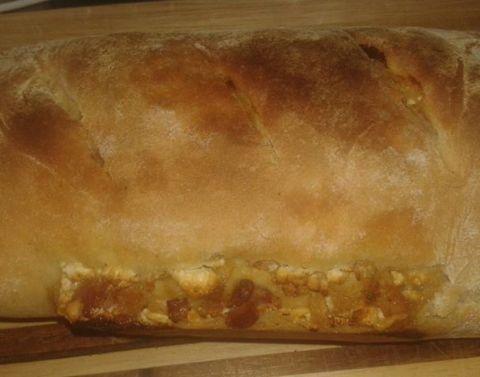 buke e mbushur me qepe dhe djathe