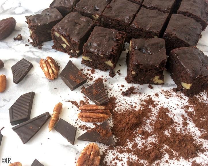 Donkere chocolade,dadels, cacao en pecannoten vormen de basis van deze heerlijke Brownies