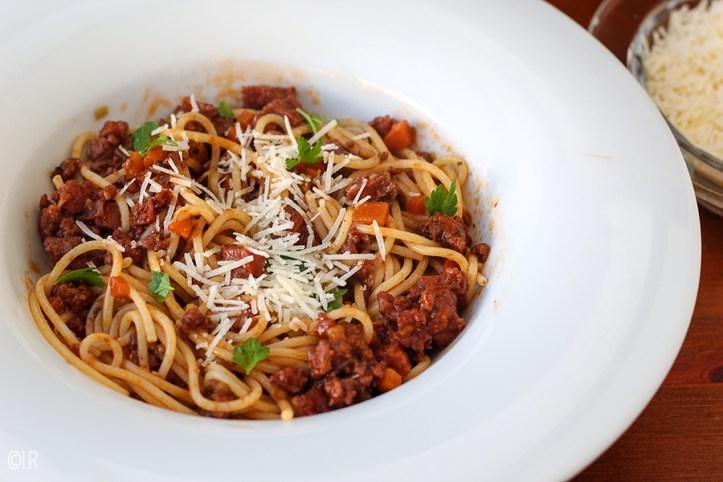 Een min of meer originele Spaghetti Bolognese, met een lekker langzaam gestoofde vleessaus.