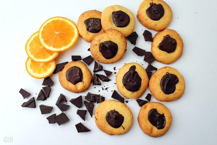 Heerlijk zachte marmeladekoekjes met een knapperig hart van donkere chocolade.