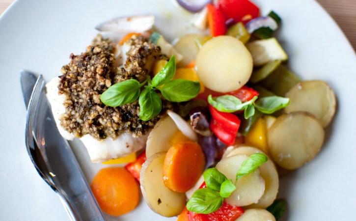 ovnsbakt torsk med valnøttpesto