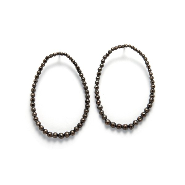 oval-drop post earrings-black