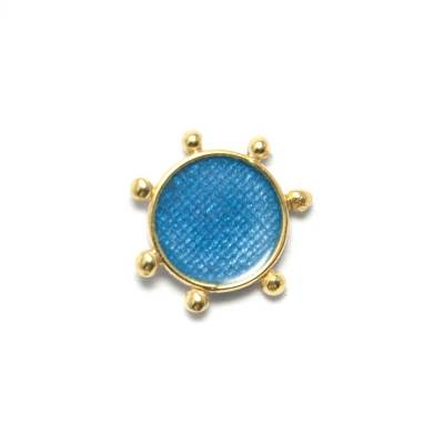 Single post earring in the shape of a sun