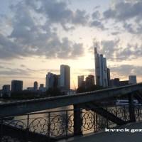 Frankfurt: Geçmişle geleceğin buluştuğu şehir :)