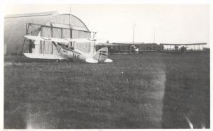 Marinens Flyveskole 1935: I forgrunden en De Havilland Moth