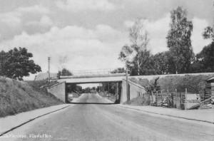 Viadukten over Fiskebækvej lige nord for krydset Kirke Værløsevej / Ritavej (nuv. Kollekollevej) / Ballerupvej