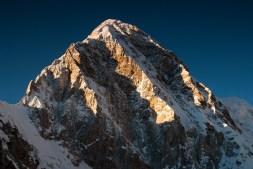 Szczyt Pumori (7161m) widoczny z Kala Patthar