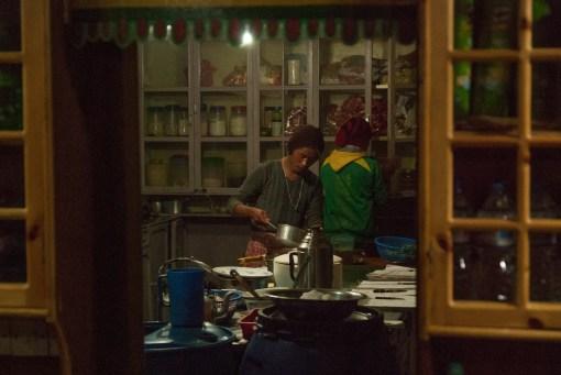 Kuchnia w jednej z Lodgy w Chukhung