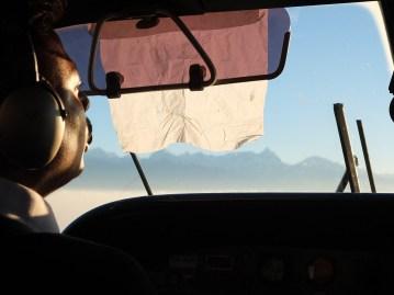 Pilot podczas porannego lotu do Lukli