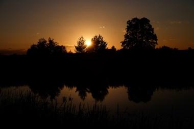 Taaakie zachody słońca w akompaniamencie żabiego rechotu