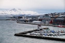 Widok na Tromsø ze szczytu mostu