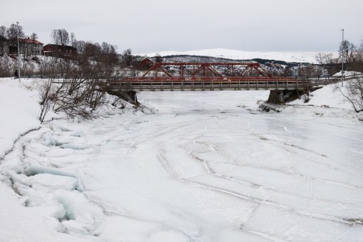 Rzeka niedaleko kempingu skuta lodem