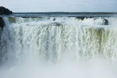 Czoło wodospadu widoczne z najwyższego punktu po stronie argentyńskiej