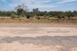 Jak tak cienka warstwa asfaltu może się utrzymać?