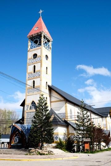 Kościół w Junín de los Andes nawiązuje architekturą do tradycji Mapuchy