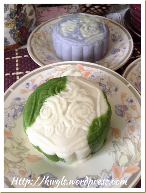 Dual Tone Snow Skin Moon Cake Using Natural Colour (双色调冰皮月饼)
