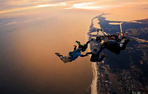 sports-skydiving_492996