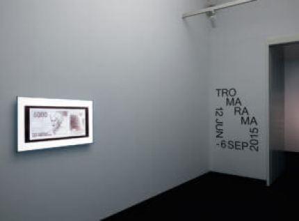 004.STEDELIJK-MUSEUM-TROMARAMA-2015-Z.0.7-PH.GJ