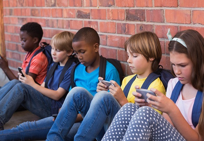 Is your child hooked to a smartphone? Here's why you should be worrying