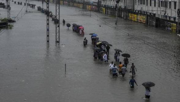 dsgsdfgdf Mumbai rains updates: IMD predicts Massive rainfall for next 3 days; Also waterlogged at numerous low-lying regions