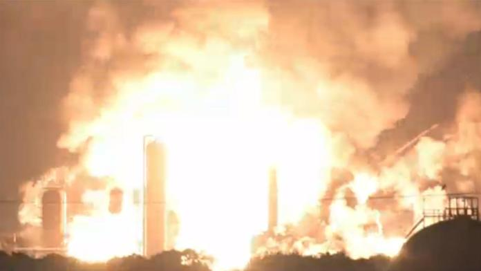 Philadelphia witnessing a massive explosion in one of there refineries