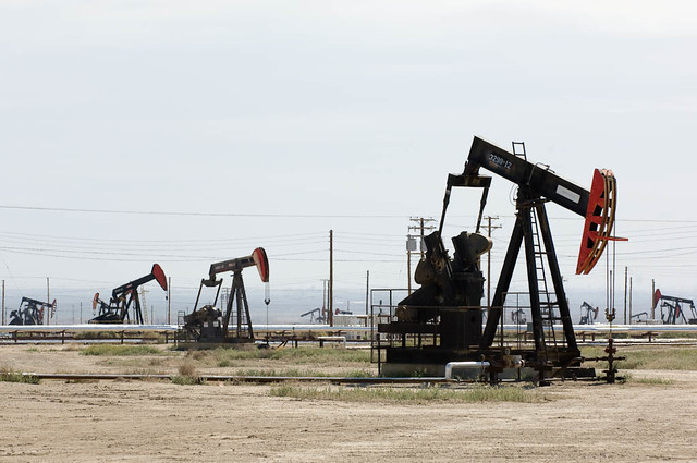 Saudi Arabia and Kuwait, Conflict over Oil Fields Resolved