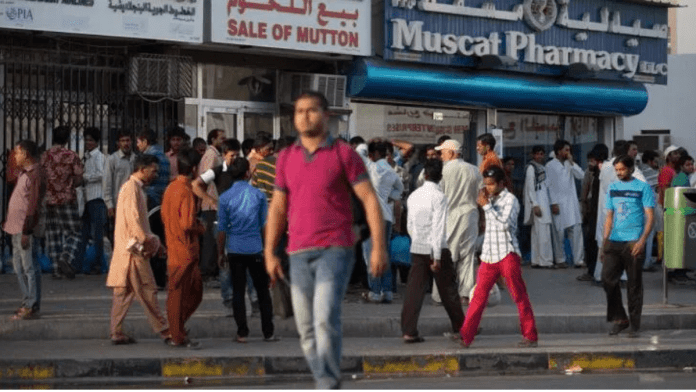 Population of Indians fall below half million in Oman