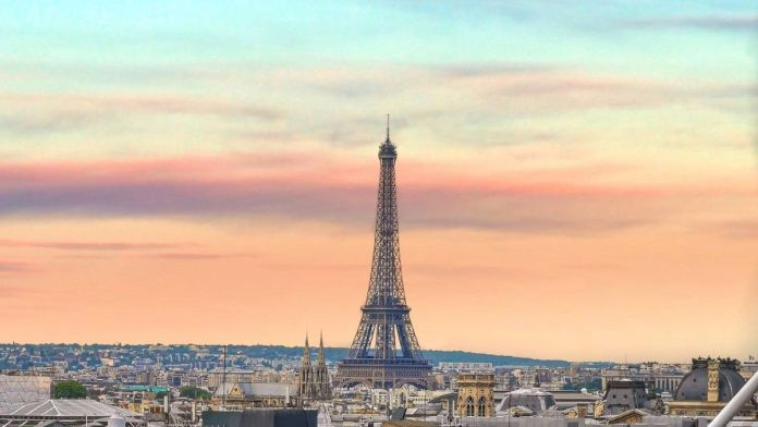 France closes borders for most non-EU travelers